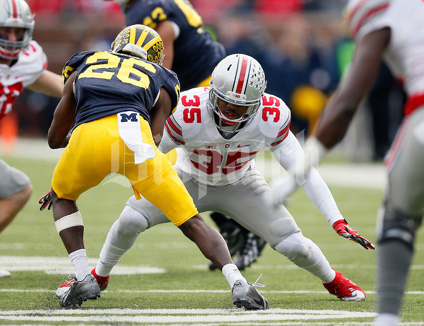 Ohio State Buckeyes linebacker Chris Worley (35) against Michigan Wolverines at Michigan Stadium in Arbor, Michigan on November 28, 2015.  (Dispatch photo by Kyle Robertson)