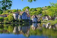 France, Correze, Dordogne valley,  Beaulieu sur Dordogne, Penitents chapel on Dordogne riverbank // France, Corrèze (19), vallée de la Dordogne, Beaulieu-sur-Dordogne, chapelle des Pénitents sur les rives de la Dordogne