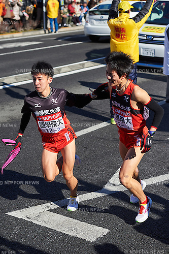 Toshiki Oshita, Yuki Azuma (Kokugakuin Univ), <br /> JANUARY 2, 2015 - Athletics : The 91st Hakone Ekiden Race, Odawara Relay place in Kanagawa, Japan. (Photo by AFLO SPORT)