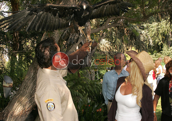 Bernie Kopell and Nicolette Sheridan<br />at the 11th Annual Wildlife Waystation Safari Brunch Benefit. Playboy Mansion, Los Angeles, CA. 10-08-05.<br />Dave Edwards/DailyCeleb.com 818-249-4998