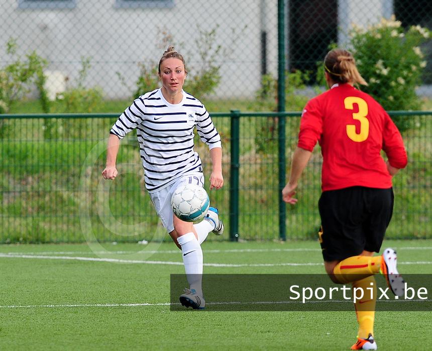 Vriendschappelijke interland vrouwenvoetbal : Belgium A - France A te Nieuwpoort ;..Gaetane Thiney..foto DAVID CATRY / Vrouwenteam.be