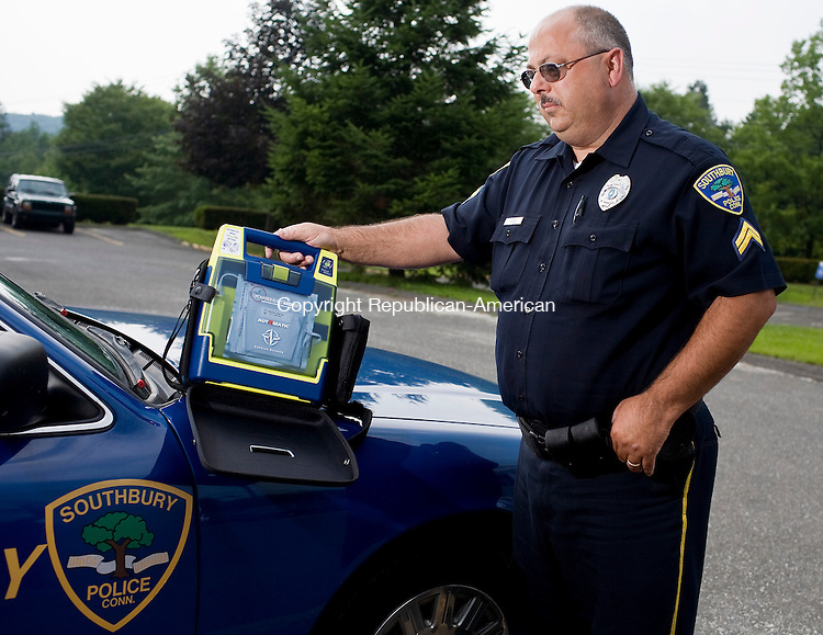 SOUTHBURY--8 July 08--070808TJ01 - Southbury Police Cpl. Jim Houle stands with one of five new defibrillators, at the Southbury Police Department on Tuesday, July 8, 2008, which Southbury officers will now be taking on their patrols. (T.J. Kirkpatrick/Republican-American)