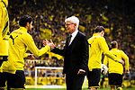 11.05.2019, Signal Iduna Park, Dortmund, GER, 1.FBL, Borussia Dortmund vs Fortuna Düsseldorf, DFL REGULATIONS PROHIBIT ANY USE OF PHOTOGRAPHS AS IMAGE SEQUENCES AND/OR QUASI-VIDEO<br /> <br /> im Bild | picture shows:<br /> Reinhard Rauball (Praesident BVB) begruesst Mahmoud Dahoud (Borussia Dortmund #19) und die Spieler, <br /> <br /> Foto © nordphoto / Rauch