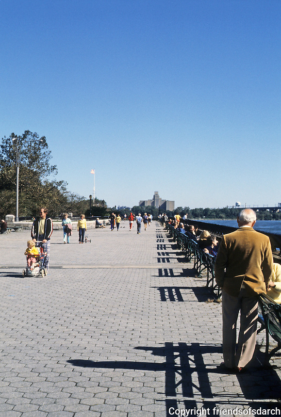 New York: Battery Park Promenade.