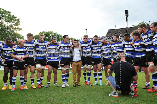 Stuart Hooper of Bath Rugby speaks to his team after the match in a huddle. Aviva Premiership semi-final, between Bath Rugby and Leicester Tigers on May 23, 2015 at the Recreation Ground in Bath, England. Photo by: Patrick Khachfe / Onside Images