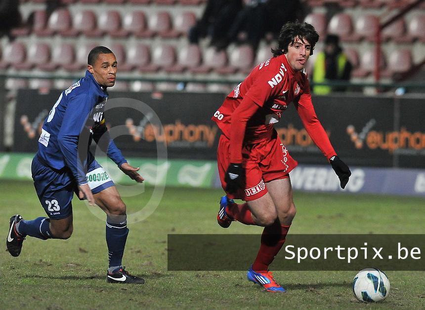 KV Kortrijk - RAEC Mons Bergen : Pablo Chavarria voor Flavien Le Postollec.foto VDB / BART VANDENBROUCKE