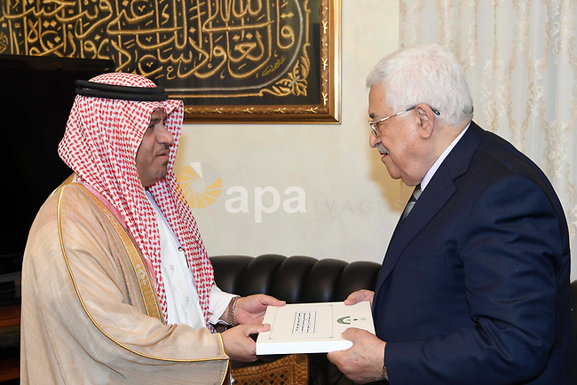 Palestinian President Mahmoud Abbas, meets with Saudi Minister, Tariq Rashwan in Amman, Jordan, on May 10, 2017. Photo by Thaer Ganaim
