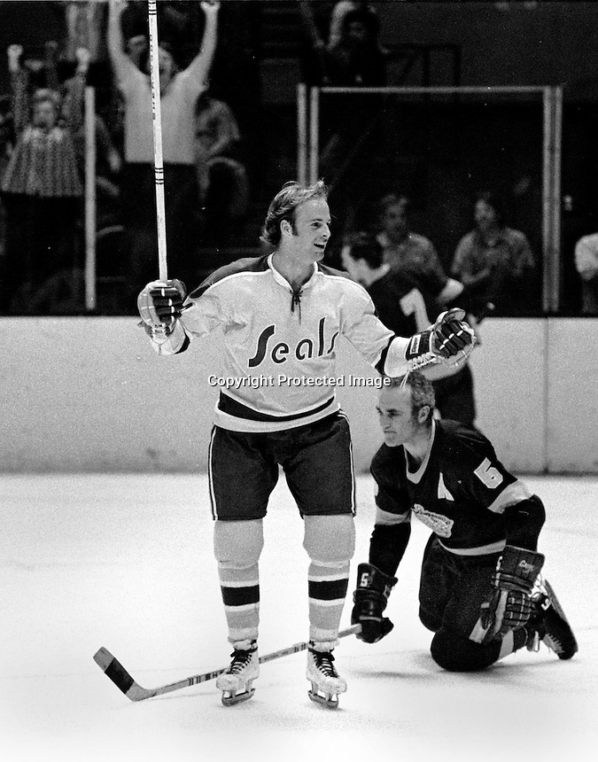 Craig Patrick, California Golden Seal right wing scores a goal. 1973 photo/Ron Riesterer