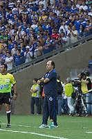 BELO HORIZONTE, MG, 13.04.2014 – CAMPEONATO MINEIRO 2014 – CRUZEIRO X ATLÉTICO-MG Tecnico Marcelo Oliveira do Cruzeiro durante jogo contra Atlético-MG valido pela final do Campeonato Mineiro 2014, no estádio Mineirão, na tarde deste domingo (13) (Foto: MARCOS FIALHO / BRAZIL PHOTO PRESS)