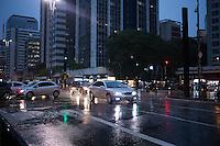 SÃO PAULO, SP, 06.02.2017 - CLIMA-SP -Tarde de chuva forte na região da Avenida Paulista, no centro de São Paulo, nesta segunda-feira. (Foto: Ciça Neder / Brazil Photo Press)