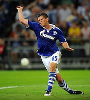 FUSSBALL   EUROPA LEAGUE   SAISON 2011/2012   Play-offs FC Schalke 04 - HJK Helsinki                                25.08.2011 Klaas-Jan HUNTELAAR (Schalke) aergert sich nach einer vergebenen Torchance