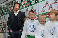 FUSSBALL   1. BUNDESLIGA    SAISON 2012/2013    12. Spieltag   SV Werder Bremen - Fortuna Duesseldorf               18.11.2012 Frank Baumann (Werder Bremen) vor dem Spiel