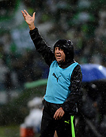 MEDELLÍN - COLOMBIA, 19-05-2018: Gerardo Pelusso, técnico de Deportivo Cali, durante partido de vuelta de los cuartos de final entre Atlético Nacional y Deportivo Cali, por la Liga Águila I 2018, jugado en el estadio Atanasio Girardot de la ciudad de Medellín. / Gerardo Pelusso, coach of Deportivo Cali, during a match of the quarter finals of the second leg between Atletico Nacional and Deportivo Cali for the Aguila League I 2018, played at Atanasio Girardot stadium in Medellin city. Photo: VizzorImage / León Monsalve / Cont.