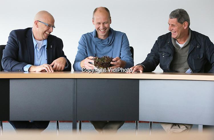 Foto: VidiPhoto<br /> <br /> RIDDERKERK - Groothandelsbedrijf of het gebied van AGF Van Gelder in Ridderkerk. Het bedrijf levert versproducten aan vooral horeca en verzorgingshuizen, zowel onbewerkt als per stuk.