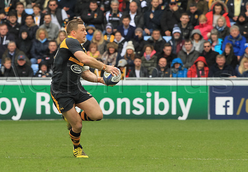 09.04.2016. Ricoh Arena, Coventry, England. European Champions Cup. Wasps versus Exeter Chiefs.  Wasps Jimmy Gopperth spins the ball out wide.