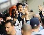 Masahiro Tanaka (Yankees), JUNE 11, 2014 - MLB : Masahiro Tanaka of the New York Yankees hi-fives with his team mates during the Major League Baseball game against the Seattle Mariners at Safeco Field in Seattle, Washington, United States. (Photo by AFLO)