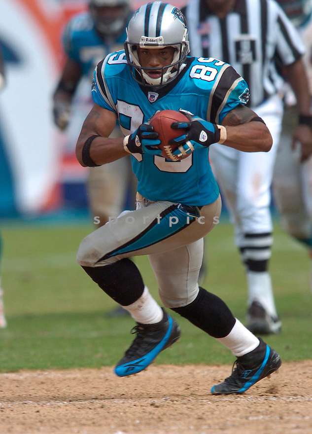Steve Smith, of the Carolina Panters, during their game against the Miami Dolphins of September 25, 2005....Dolphins win 27-24..Chris Bernacchi / SportPics