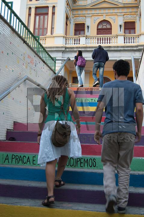 BELO HORIZONTE-MG-15.09.2013-Primeira virada cultural de Belo Horizonte- pintura nas escadarias de acesso do metrô- domingo,15-(Foto: Sergio Falci / Brazil Photo Press)