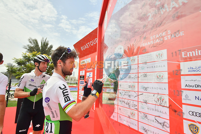 Mark Cavendish (GBR) Team Dimension Data signs on before the start of Stage 5 of the 2019 UAE Tour, running 181km form Sharjah to Khor Fakkan, Dubai, United Arab Emirates. 28th February 2019.<br /> Picture: LaPresse/Massimo Paolone | Cyclefile<br /> <br /> <br /> All photos usage must carry mandatory copyright credit (© Cyclefile | LaPresse/Massimo Paolone)