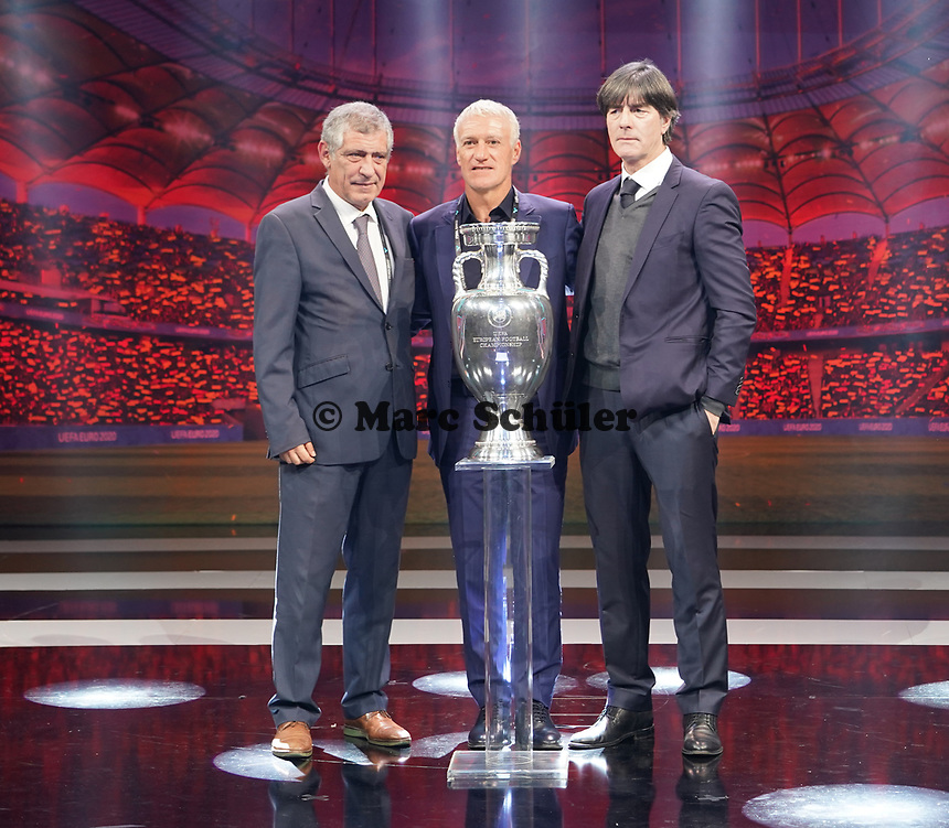 Bundestrainer Joachim Loew (Deutschland Germany) mit Nationaltrainer Fernando Santos (Portugal, l.), Nationaltrainer Didier Deschamps (Frankreich, France, M.) - 30.11.2019: UEFA EURO2020 Auslosung, Romexpo Bukarest, DISCLAIMER: UEFA regulations prohibit any use of photographs as image sequences and/or quasi-video.
