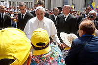 Papa Francesco saluta i fedeli al termine della messa per la canonizzazione di Antonio Primaldo e i suoi compagni, noti anche come Martiri di Otranto, la Colombiana Laura di Santa Caterina da Siena Montoya e la messicana Maria Guadalupe Garcia Zavala, in Piazza San Pietro, Citta' del Vaticano 12 maggio 2013..Pope Francis greets faithful at the end of a mass for the canonization of Antonio Primaldo and his companions, also known as the Martyrs of Otranto, Laura di Santa Caterina da Siena Montoya of Colombia and Maria Guadalupe Garcia Zavala of Mexico, in St. Peter's square at the Vatican, 12 May 2013..UPDATE IMAGES PRESS/Riccardo De Luca..STRICTLY ONLY FOR EDITORIAL USE