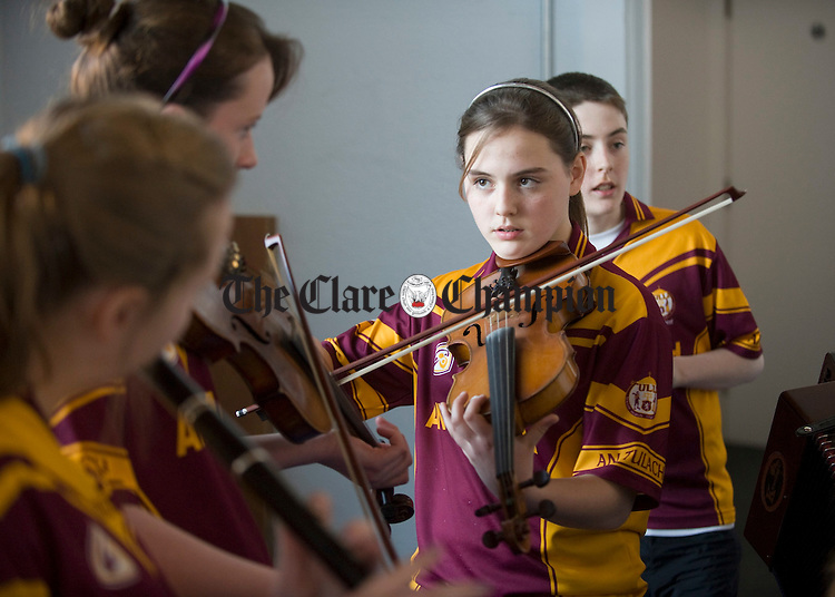Amy Mc Namara, centre, gets in some practice with her Tulla colleagues before competing the Scor na nOg county finals in Cois na hAbhna, Ennis. Photograph by John Kelly.