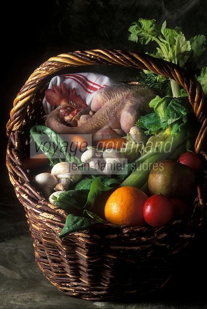 Gastronomie Générale: Panier d'aliments  riches en magnésium: poulet, fruits et légumes