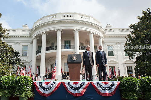 United States President Barack Obama and Prime Minister Lee Hsien Loong of Singapore stand on the South Lawn during a State Arrival ceremony at the White House on August 2, 2016 in Washington, DC. The Official visit includes a State Dinner this evening.   <br /> Credit: Pete Marovich / Pool via CNP