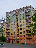 Wohnblock in Tschiatura, Imeretien - Imereti;, Georgien, Europa<br /> Block of flats in Tschiatura,  Inereti,  Georgia, Europe