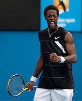 Gael Monfils (FRA) (12)against  John Isner (USA) (33) in the Third Round of the Mens SIngles. Isner beat Monfils 6-1 4-6 7-6 7-6..International Tennis - Australian Open Tennis - Fri 22 Jan 2010 - Melbourne Park - Melbourne - Australia ..© Frey - AMN Images, 1st Floor, Barry House, 20-22 Worple Road, London, SW19 4DH.Tel - +44 20 8947 0100.mfrey@advantagemedianet.com