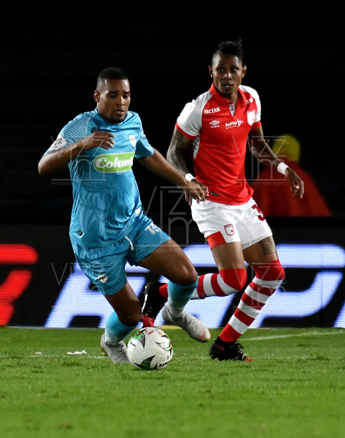 BOGOTÁ-COLOMBIA, 04-04-2019: Arley Rodríguez de Independiente Santa Fe, disputa el balón con Fabián Mosquera de Jaguares F.C., durante partido de la fecha 13 entre Independiente Santa Fe y Jaguares F.C., por la Liga Águila I 2019, en el estadio Nemesio Camacho El Campin de la ciudad de Bogotá. / Arley Rodríguez of Independiente Santa Fe struggles for the ball with Fabián Mosquera of Jaguares F.C., during a match of the 13th date between Independiente Santa Fe and Jaguares F.C., for the Aguila Leguaje I 2019 at the Nemesio Camacho El Campin Stadium in Bogota city, Photo: VizzorImage / Luis Ramírez / Staff.
