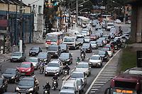 SAO PAULO, SP, 30.04.2015 - TRANSITO - SP - Transito intenso na Avenida João Dias, zona sul da cidade de São Paulo, nesta quinta-feira (30). (Foto: Douglas Pingituro/Brazil Photo Press/Folhapress)