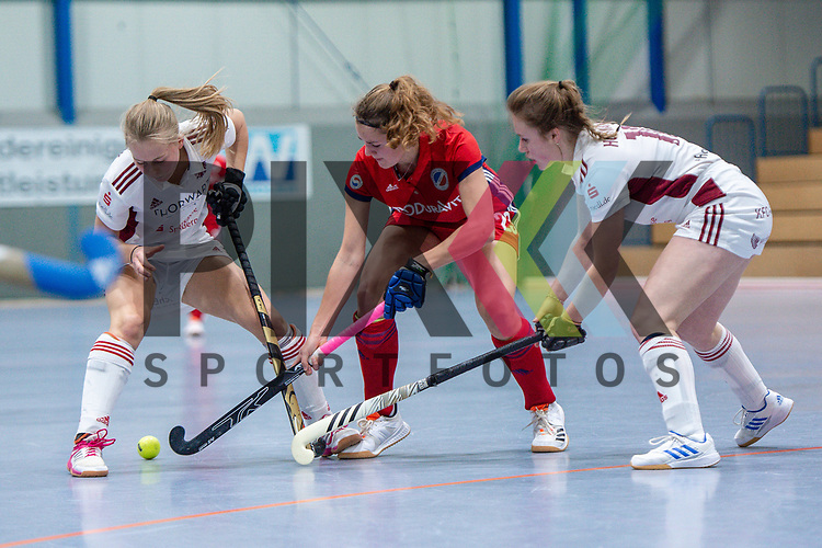Mannheim, Germany, December 01: During the Bundesliga indoor women hockey match between Mannheimer HC and Nuernberger HTC on December 1, 2019 at Irma-Roechling-Halle in Mannheim, Germany. Final score 7-1. Leah Loersch #14 of Mannheimer HC<br /> <br /> Foto © PIX-Sportfotos *** Foto ist honorarpflichtig! *** Auf Anfrage in hoeherer Qualitaet/Aufloesung. Belegexemplar erbeten. Veroeffentlichung ausschliesslich fuer journalistisch-publizistische Zwecke. For editorial use only.