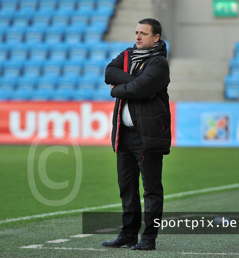 20130925 - OSLO , NORWAY : Belgian coach Ives Serneels pictured during the female soccer match between Norway and Belgium , on the second matchday in group 5 of the UEFA qualifying round to the FIFA Women World Cup in Canada 2015 at the Ullevaal Stadion , Oslo . Wednesday 25th September 2013. PHOTO DAVID CATRY