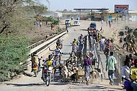 KENYA Turkana, Lodwar, traffic on bridge over river Kawalsee / KENIA, Lodwar, Verkehr auf der Bruecke ueber den Fluss Kawalsee ein Zufluss des Turkwel Fluss