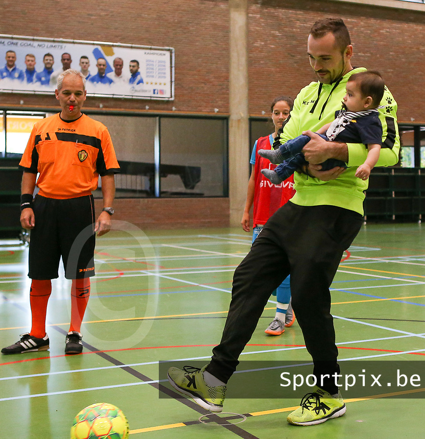20190915– HALLE , BELGIUM : FP Halle-Gooik Girls ex-coach Gonzalo Galan Carsi s pictured giving the kick off of the Belgian Women's Futsal D1 match between FP Halle-Gooik A and FP Halle-Gooik B on Sunday 15th 2019 at the De Bres Sport Complex in Halle, Belgium. PHOTO SPORTPIX.BE | Sevil Oktem