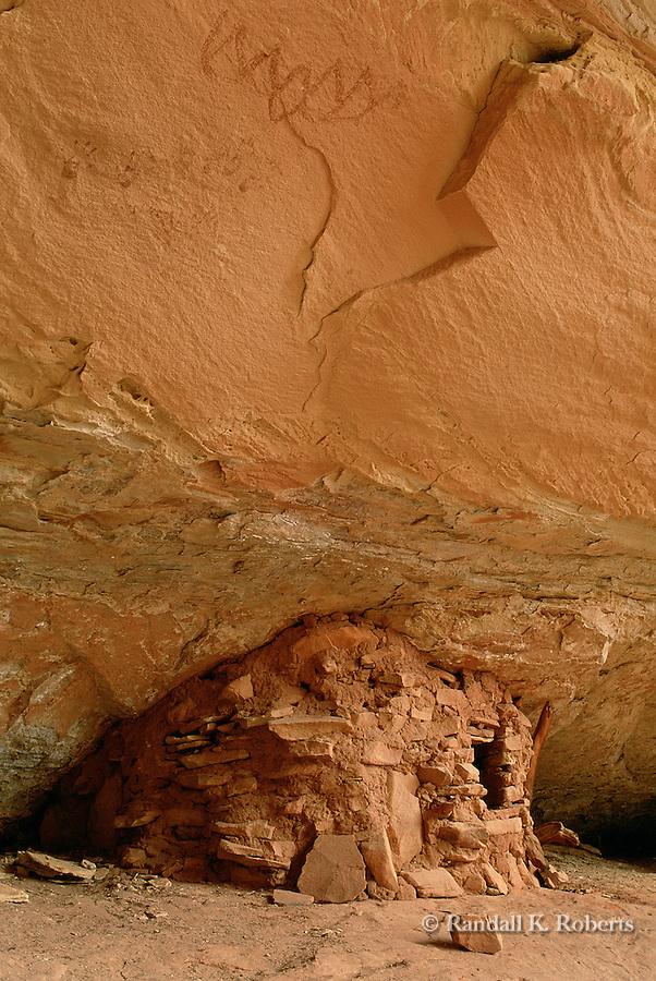 Ancient Indian granary ruin, Owl Canyon, Cedar Mesa, Utah