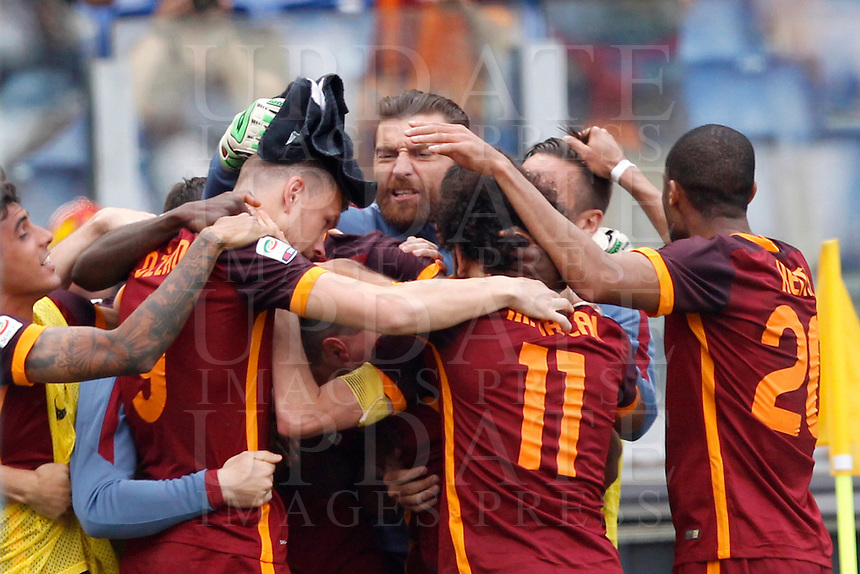 Calcio, Serie A: Lazio vs Roma. Roma, stadio Olimpico, 3 aprile 2016.<br /> Roma&rsquo;s Edin Dzeko, left, celebrates with teammates after scoring during the Italian Serie A football match between Lazio and Roma at Rome's Olympic stadium, 3 April 2016.<br /> UPDATE IMAGES PRESS/Riccardo De Luca