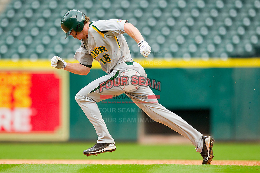 Brooks Pinckard #16 of the Baylor Bears takes off for second base against the Houston Cougars at Minute Maid Park on March 4, 2011 in Houston, Texas.  Photo by Brian Westerholt / Four Seam Images