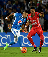 BOGOTA - COLOMBIA - 20 – 05 - 2017: Ayron del Valle (Izq.) jugador de Millonarios disputa el balón con Edis Ibargüen (Der.) jugador de Patriotas F.C., durante partido de la fecha 19 entre Millonarios y por la Liga Aguila I-2017, jugado en el estadio Nemesio Camacho El Campin de la ciudad de Bogota. / Ayron del Valle (L) player of Millonarios vies for the ball with Edis Ibargüen (R) player of Patriotas F.C., during a match of the date 19th between Millonarios and Patriotas F.C., for the Liga Aguila I-2017 played at the Nemesio Camacho El Campin Stadium in Bogota city, Photo: VizzorImage / Luis Ramirez / Staff.