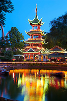 Denmark, Zealand, Copenhagen: Tivoli Gardens. Det Japanske Tarn, the former Chinese Tower, now an Asian restaurant | Daenemark, Insel Seeland, Kopenhagen: Der Tivoli, ein weltbekannter Vergnuegungs- und Erholungspark. Det Japanske Tarn, frueherer chinesicher Turm, heute ein asiatisches Restaurant