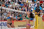 31.05.2015, Moskau, Vodny Stadion<br /> Moskau Grand Slam, Main Draw / Finale<br /> <br /> Angriff Marleen van Iersel (#1 NED) - Block Talita Antunes (#2 BRA)<br /> <br />   Foto © nordphoto / Kurth