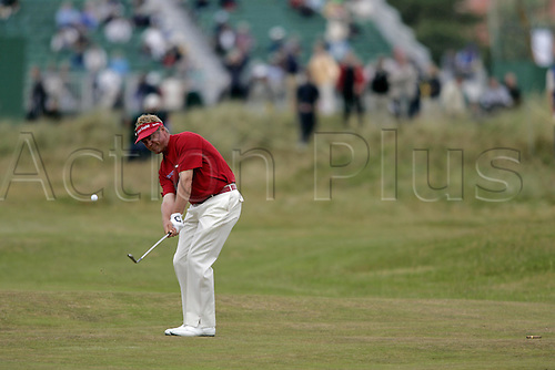 15 July 2004: Northern Irish golfer Darren Clarke (NI) chips onto the 4th green during the first round of The Open Championship played at Royal Troon, Scotland. Photo: Glyn Kirk/Action Plus...golf chipping chip pitch  040715.British
