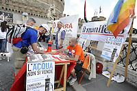 Roma 2 giugno 2010.Ponte Sant'Angelo.raccolta firme per il referendum sull'acqua .Ponte Sant'Angelo.Gathering signatures for a referendum on water public.