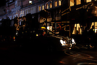 Venezia: un taxi aspetta un cliente davanti l'hotel Excelsior durante la sessantottesima edizione della mostra del cinema di Venezia