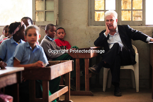 """Peter Kraemer with students in a primary school called """"7 Setembro"""" during a visit on June 15, 2006 in Maputo, Mozambique..Photo: Per-Anders Pettersson For Stern Magazine."""