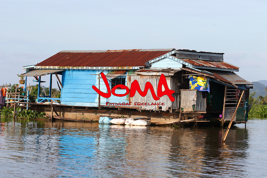 HOUSE IN CHONG KOS FLOATING VILLAGES AT TONLE SAP RIVER