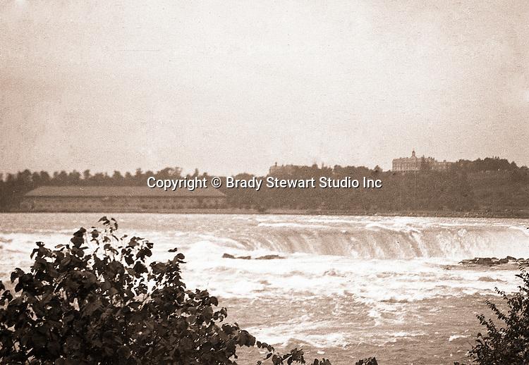 Niagara Falls, New York:  View of the Horseshoe Falls from Goat Island - 1914