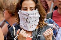 Roma 24 Giugno 2015<br /> Gli insegnanti protestano contro le riforme della scuola di Renzi, vicino  al Senato, dove giovedi il Governo Renzi ha deciso di votare la fiducia alla legge. Manifestante imbavagliata e incatenata.<br /> Rome June 24, 2015<br /> The teachers are protesting against Renzi's school reforms, , close to the Senate, where the government Renzi, thursday decided to vote confidence to the law. <br /> Protester gagged and chained.