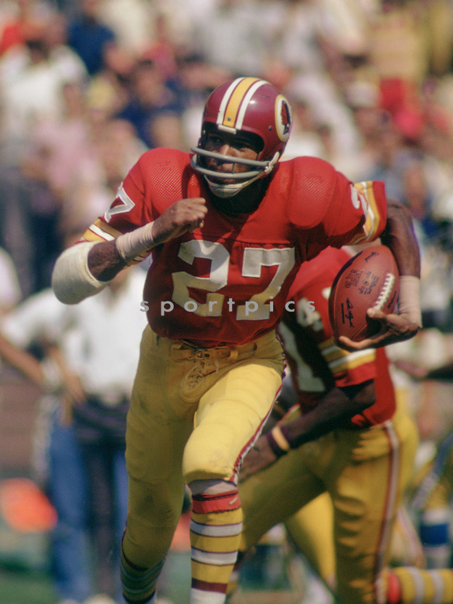 Washington Redskins Ken Houston (27) during a game from his  career with the Washington Redskins. Ken Houston played for 14 seasons with 2 different teams, was a 12-time Pro Bowler and was inducted into the Pro Football Hall of Fame in 1986.(SportPics)
